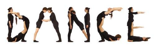 黑色打扮了形成舞蹈字的人 免版税图库摄影