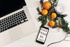 黑色星期五销售额 特价优待在手机s的折扣文本 图库摄影