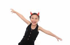 黑色服装逗人喜爱的女孩万圣节可怕&# 库存照片