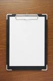 黑色木剪贴板的纸表 库存图片