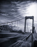 黑色桥梁白色 库存照片