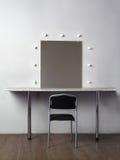 黑色椅子闪亮指示构成镜子 免版税库存图片