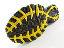 黑色模式跑鞋踩黄色 免版税图库摄影