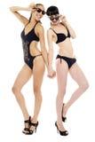 黑色比基尼泳装的性感的妇女 免版税库存图片