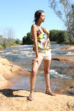 黑色河短缺妇女年轻人 免版税图库摄影