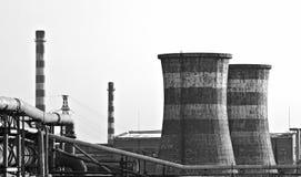 黑色烟囱工厂巨型照片白色 库存图片