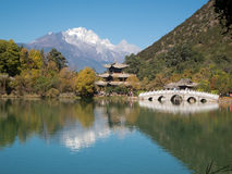 黑色瓷龙湖lijiang 免版税图库摄影