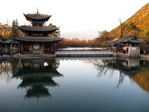 黑色瓷龙lijiang池 免版税库存图片