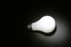 黑色电灯泡光 免版税库存图片