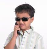 黑色男孩玻璃晒黑佩带 免版税库存图片