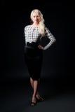 黑色白肤金发的企业女性俏丽的类型&# 免版税库存图片
