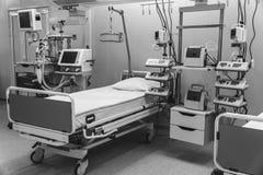 黑色白色 医院急诊室特护 现代设备,健康医学,治疗,住院病人的概念 免版税图库摄影