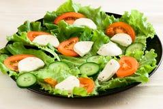 黑色的盘子蔬菜 免版税库存图片