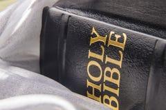 黑色皮革圣经 库存照片