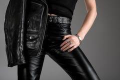黑色皮革裤子和夹克 免版税库存照片