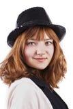黑色盖帽逗人喜爱的红色妇女年轻人 库存照片
