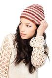 黑色盖帽头发她的藏品俏丽的妇女 免版税库存照片