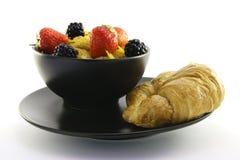 黑色碗玉米片新月形面包 图库摄影