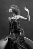 黑色礼服塑造了老白人妇女 免版税库存图片