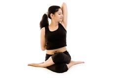 黑色礼服女孩印地安人瑜伽 免版税库存照片