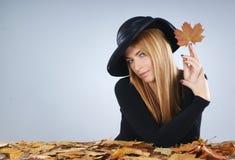 黑色礼服纵向红头发人妇女年轻人 库存照片