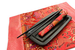 黑色筷子小垫布红色 免版税库存照片