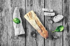 黑色结尾白色 努瓦尔 健康食物,意大利语,开胃ciabatta,蓬蒿,午餐,肉,三明治,顶视图 复制空间 免版税库存图片