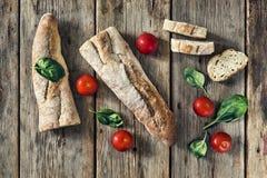 黑色结尾白色 努瓦尔 健康食物,意大利语,开胃ciabatta,蓬蒿,午餐,肉,三明治,顶视图 复制空间 免版税库存照片