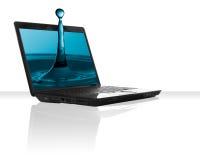 黑色膝上型计算机水 免版税库存图片