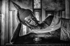 黑色菩萨雕象白色 免版税库存图片
