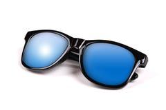 黑色蓝色反映天空太阳镜 免版税库存照片