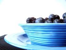黑色蓝色碗 库存图片