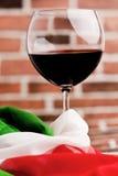 黑色酒杯意大利人酒 免版税库存照片