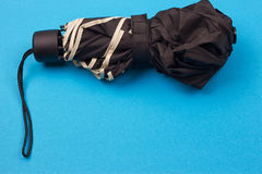 黑色闭合的伞 免版税库存图片