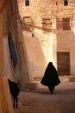 黑色面纱佩带的妇女 免版税图库摄影