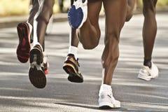黑色马拉松运动员 库存照片