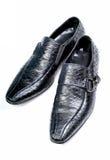 黑色鳄鱼正式皮鞋 库存照片
