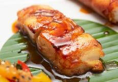 黑色鳕鱼油煎的调味汁大豆 库存图片
