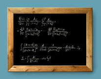 黑色黑板董事会困难配方算术 免版税库存照片