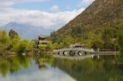 黑色龙池, Lijiang,中国 免版税库存图片