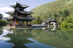 黑色龙lijiang池 库存图片