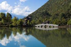 黑色龙lijiang池 图库摄影