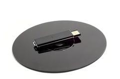 黑色CD的光盘推进usb 免版税库存照片