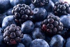 黑莓蓝莓堆 库存照片