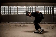 黑衣裳的非裔美国人的人在舞蹈 库存照片