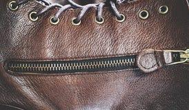 黑褐色皮革纹理背景 免版税库存照片