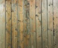 黑褐色软性涂了清漆木纹理表面作为背景 难看的东西洗涤了木板条桌样式顶视图 库存图片