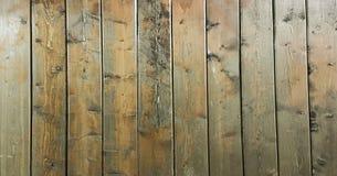 黑褐色软性涂了清漆木纹理表面作为背景 难看的东西洗涤了木板条桌样式顶视图 免版税库存图片