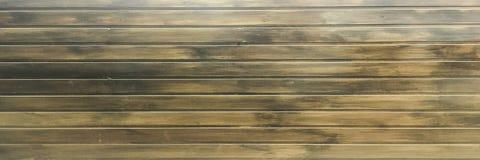黑褐色软性涂了清漆木纹理表面作为背景 难看的东西洗涤了木板条桌样式顶视图 免版税图库摄影