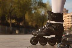黑轴向冰鞋特写镜头  免版税库存图片